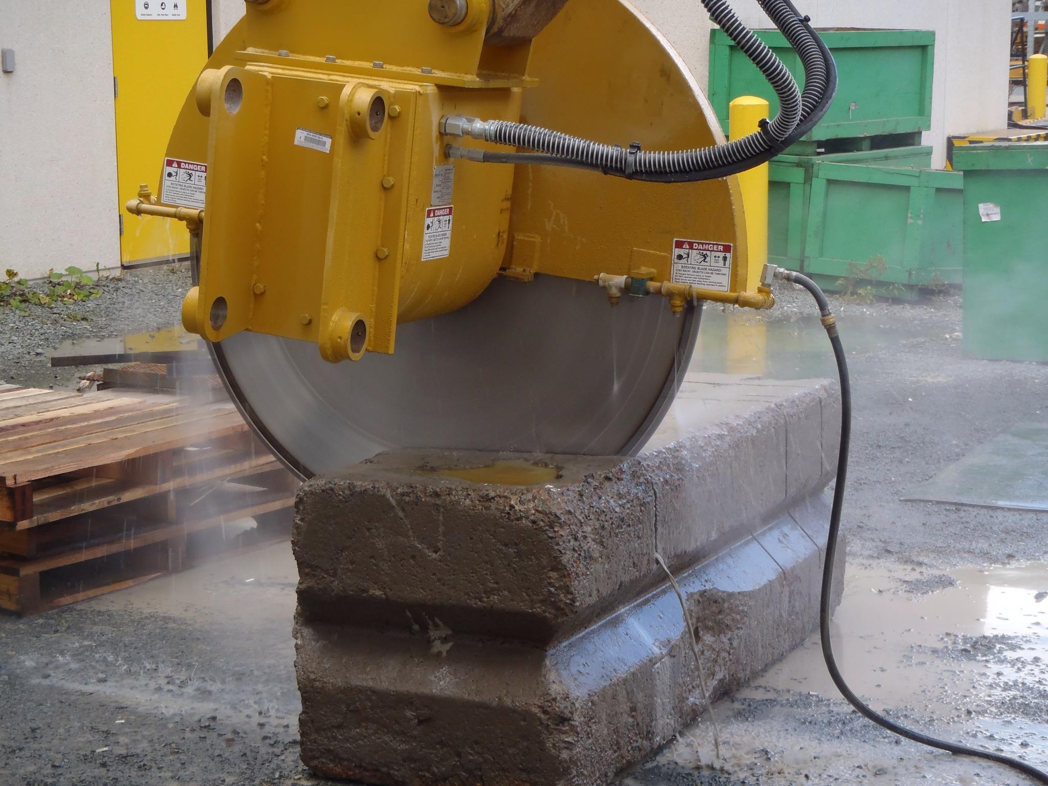 Concrete cutting demo saw