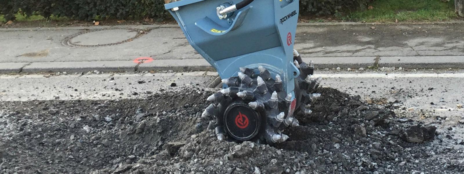 Rock and asphalt grinder